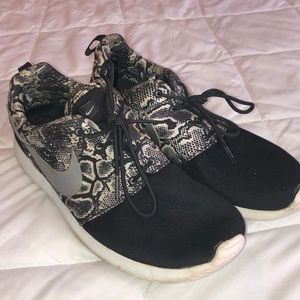 Nike Roshes, black & white.